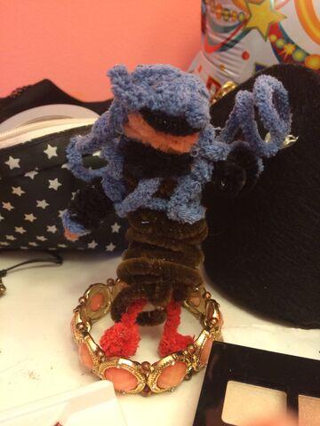 File:Raven yarn.jpg