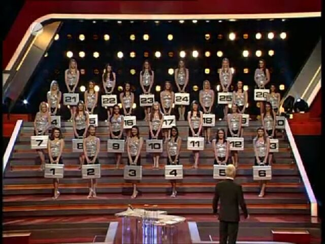 File:Deal or No Deal German Models.jpg