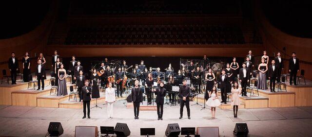 File:Musical Korean 2017 Showcase cast onstage.jpg