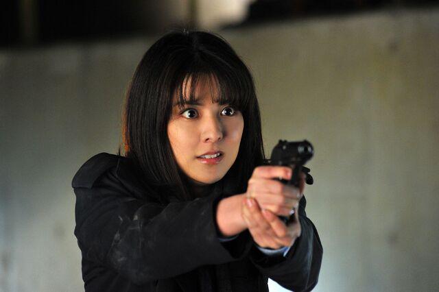 File:LNW Sho Nanase with gun.jpg
