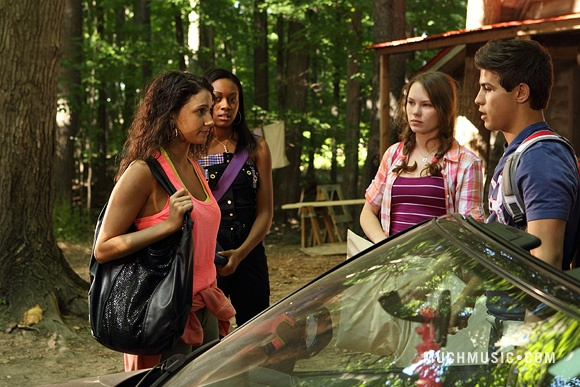 File:Drew & Bianca Talking & Marisol & Katie Watching.jpg