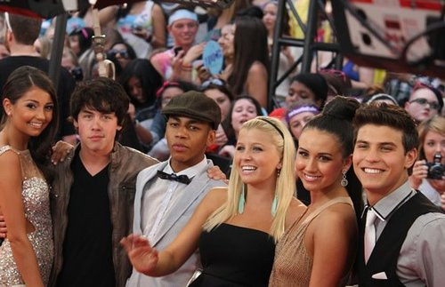 File:Degrassi cast photo spam - 15.jpg