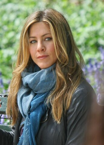 File:Jennifer-aniston-long-hairstyle-on-set-of-baster-734x1024.jpg