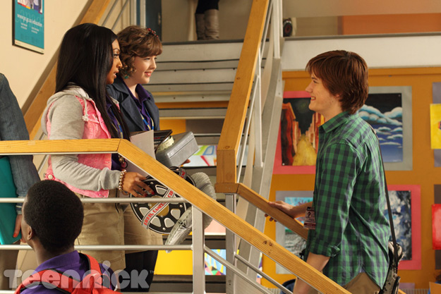 File:Alli & Clare Bump Into Jake on The Stairs With Many Things In Alli & Clare's Hands & Jake With A Huge Smile Plastered On His Face.jpg