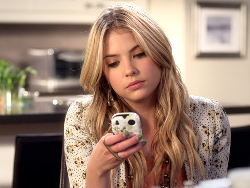 File:From-Pretty-Little-Liars-3-emily-fields-and-hanna-marin-26962596-500-375.jpg