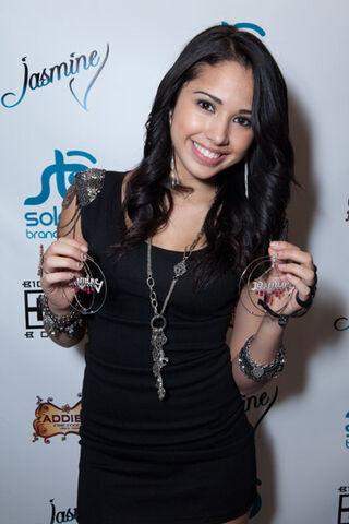 File:Jasmine-V-At-Her-17th-Birthday-Party-jasmine-villegas-17498830-400-600.jpg