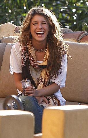 File:Shena-egrimes-wearing-tolani-scarf-celebrity-style.jpg