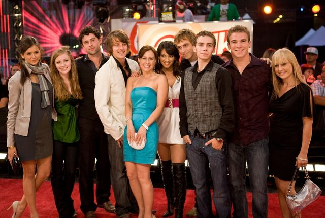File:ETalk2008-Degrassi Cast.jpg