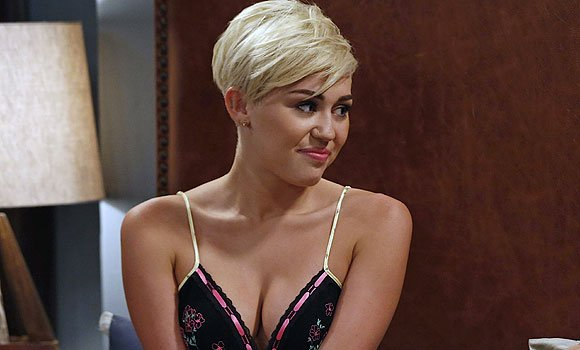 File:Miley Cyrus on Two and a Half Men video.jpg