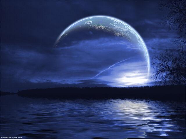 File:Moon-3-night-sky.jpg