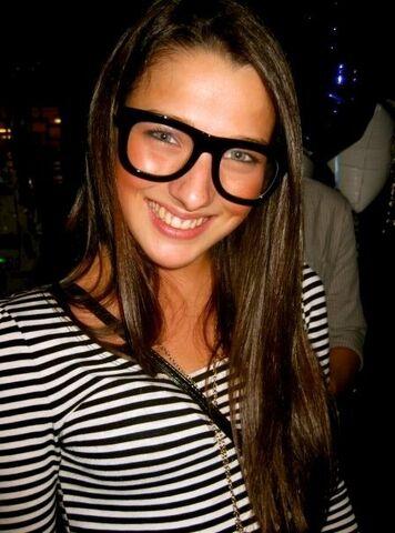 File:Annie clark glasses.jpg