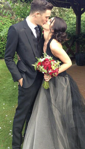 File:45a6540d-61d8-47f0-bd7d-83ef99cfd1de 300 ShenaeGrimes Wedding 051013.jpg