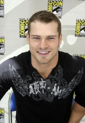 File:Shawn Roberts 1.JPG