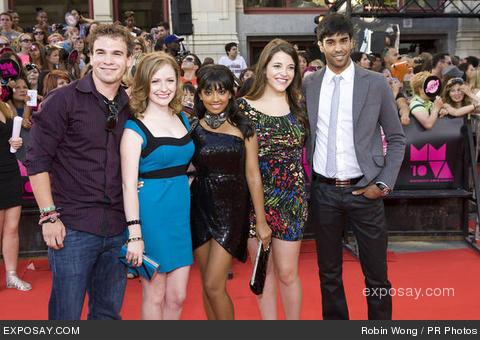 File:Cast-of-degrassi-21st-muchmusic-video-awards-0jO4xg.jpg
