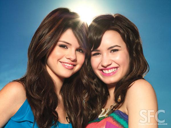File:Selena-Gomez-and-Demi-Lovato-selena-gomez-and-demi-lovato-8431779-600-452.jpg