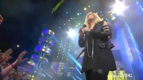 MMVA 2013 Demi Lovato performing Heart Attack