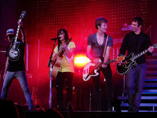 800px-Mike, Demi, Kevin & Drew