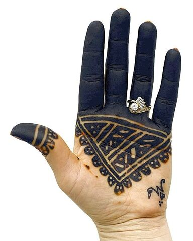 Fichier:Tatouage Main Bleue.JPG