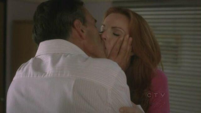 File:Bree Karl kiss.jpg