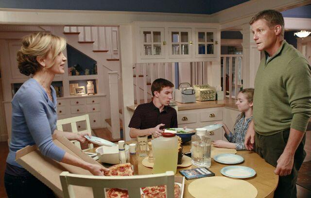 File:Desperate Housewives 8x10.jpg