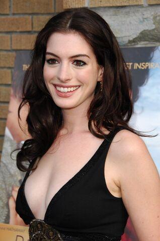 File:Anne Hathaway .jpg