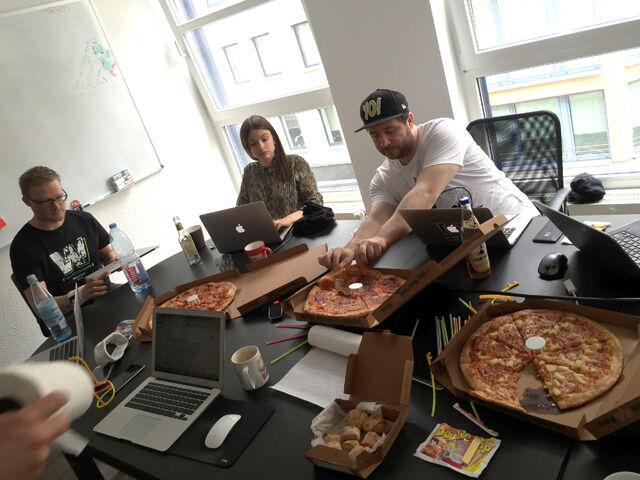 Datei:Pizza time.jpg