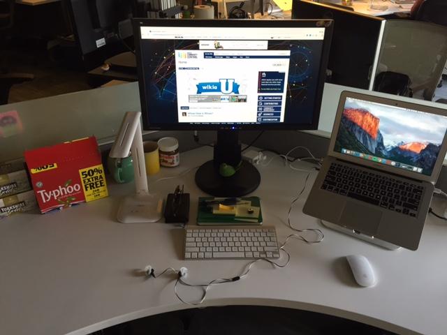 Michael Cookseys Schreibtisch SF.jpg