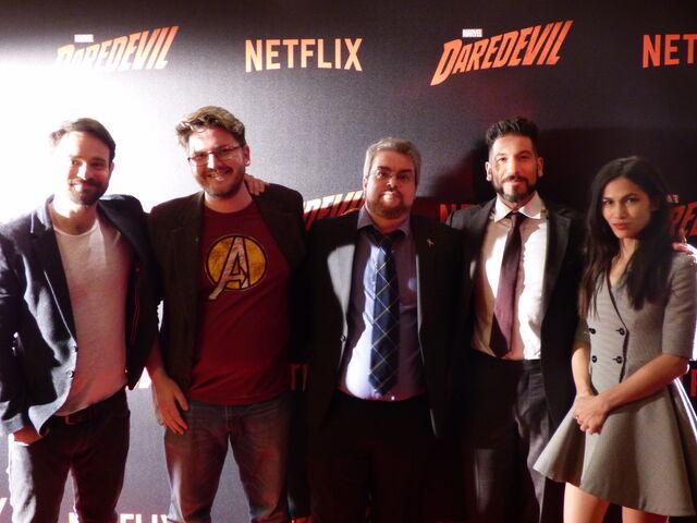 Datei:Wikianer in Paris Daredevil Screening Cast.JPG