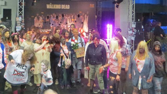 Datei:RPC 2014 Zombiemenge.jpg