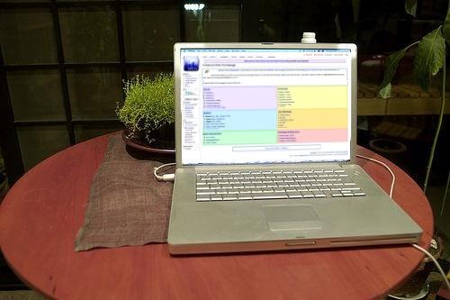 Datei:Laptop help desk.jpg