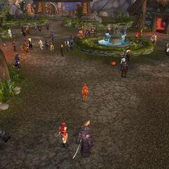 <i>Langsam versammelt sich die Festgemeinde noch vor Eröffnung</i>