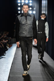 FW13-Milan-Mens-Black-Gold-catwalk-31