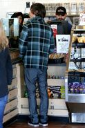 80148 Zac Efron at Robek Juice in Hollywood CU ISA 19 122 94