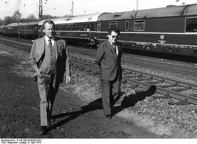 File:Bundesarchiv B 145 Bild-F042453-0011, Niedersachsen, Brandt im Wahlkampf.jpg