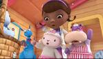Doc, stuffy, lambie and hallie singing
