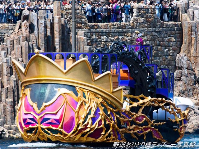 File:The Evil Queen Boat.jpg