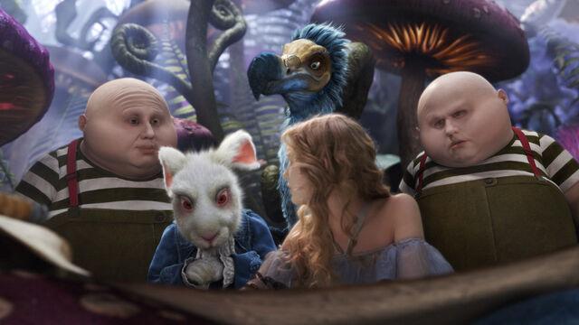 File:Tim Burtons Alice in Wonderland 38.jpg