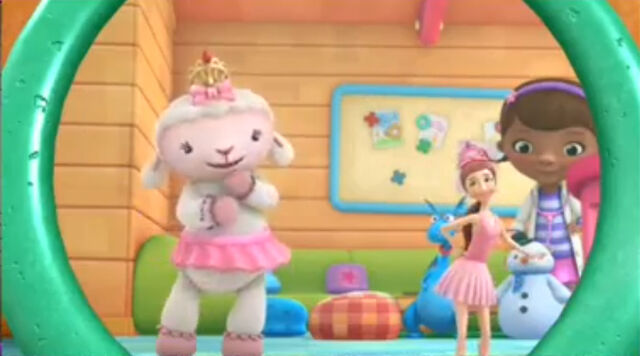 File:Lambie and dress up daisy2.jpg