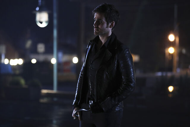 File:Once Upon a Time - 6x12 - Murder Most Fowl - Photography - Hook.jpg