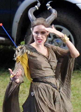 File:Angelina Jolie on set 1.jpg