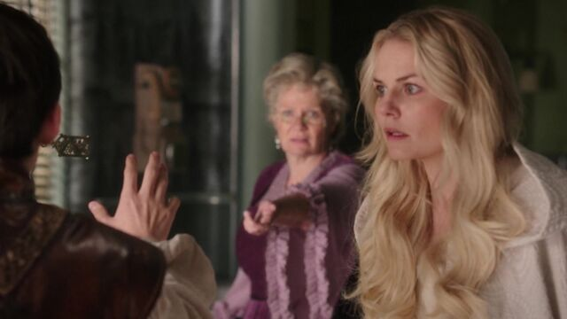 File:Once Upon a Time - 5x08 - Birth - Emma Looking.jpg