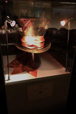 File:Mad Hatter s Hat by AliceInWonderland.jpg