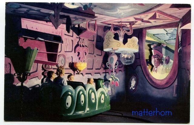 File:Original Alice in Wonderland Attraction 4.jpg