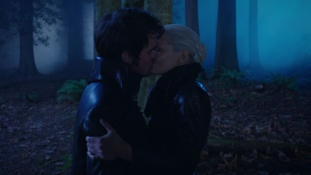 File:Once Upon a Time - 5x10 - Broken Heart - Dark Ones Kiss.jpg