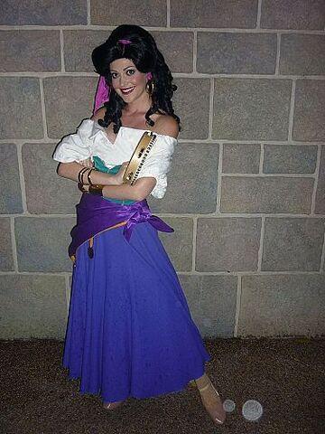 File:Esmeralda HKDL.jpg