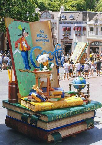 File:Disney-Parade-Goofy-3.jpg
