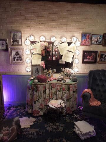 File:Miss piggy dressingroom display 3.jpg