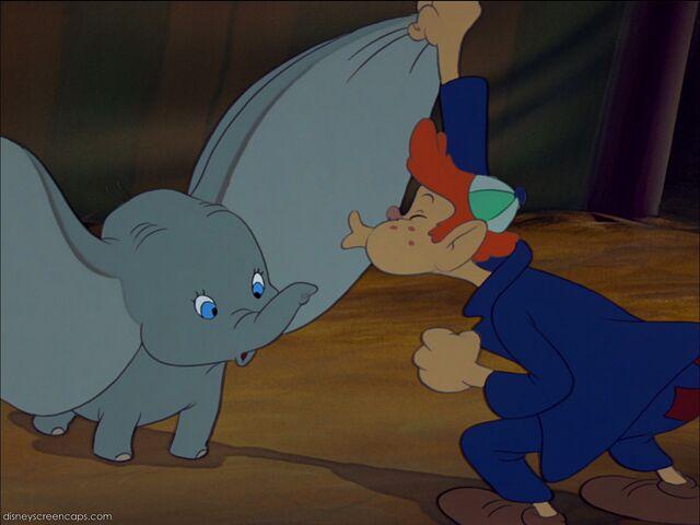 File:Dumbo-disneyscreencaps com-1923.jpg