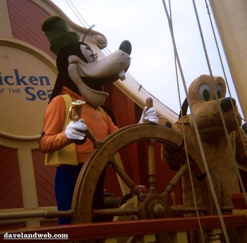 File:Goofy pluto on ship.jpg