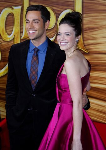 File:Mandy Moore and Zachary Levi - Tangled Premiere Los Angeles.jpg